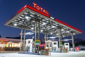 Total petrol station at night - photo - November 2016